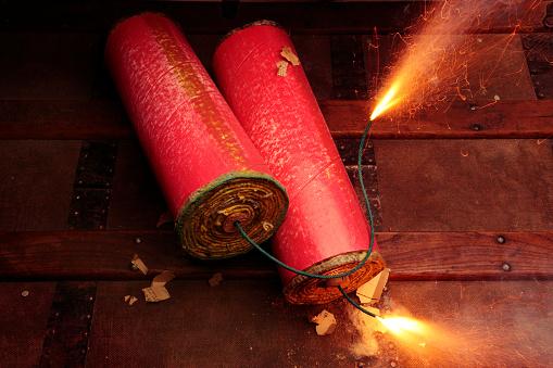 Firework - Explosive Material「long fuse short fuse」:スマホ壁紙(0)