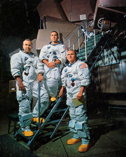Frank Borman「The crew of Apollo 8 in front of a simulator, 1968.Artist: NASA」:写真・画像(13)[壁紙.com]
