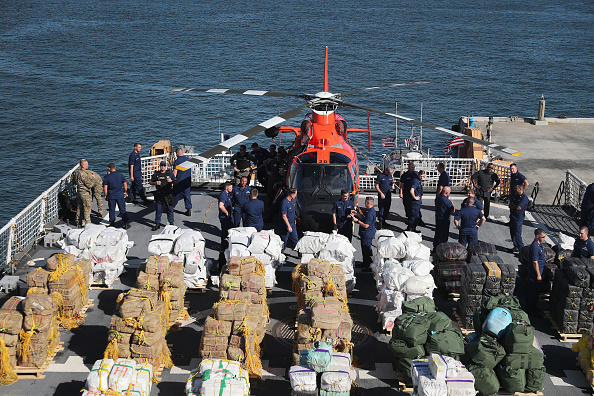 Cocaine「US Coast Guard Seizes Over 13 Tons Of Cocaine And Marijuana」:写真・画像(8)[壁紙.com]