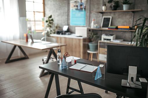 Bank Counter「Acrylic glass partition on desk」:スマホ壁紙(7)