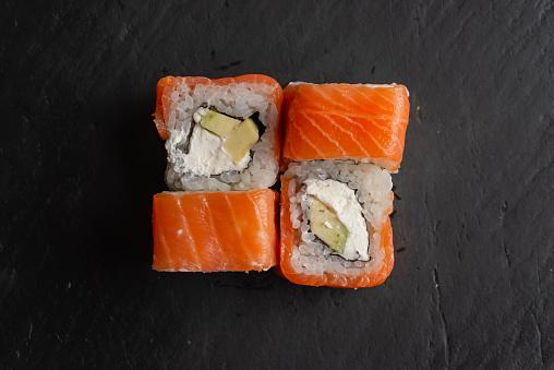 Avocado「Salmon sushi on black surface」:スマホ壁紙(8)