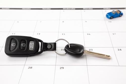 月「カレンダー:新しい車または道路の旅」:スマホ壁紙(0)