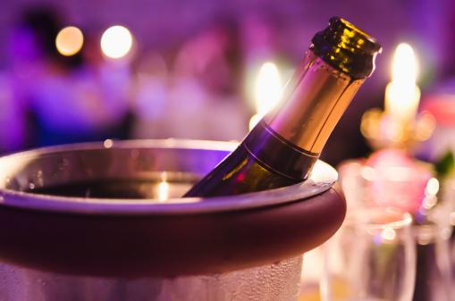 Bucket「Champagne bottle cooling in ice bucket」:スマホ壁紙(13)