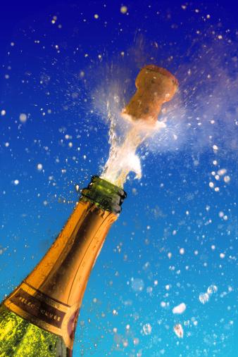 Spraying「Champagne bottle with popping cork」:スマホ壁紙(10)