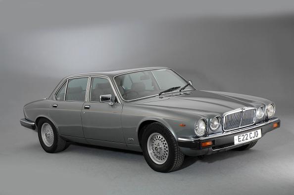 Finance and Economy「1987 Jaguar XJ12 Sovereign」:写真・画像(9)[壁紙.com]