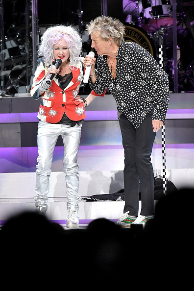 Michael Loccisano「Rod Stewart & Cyndi Lauper In Concert - New York City」:写真・画像(1)[壁紙.com]