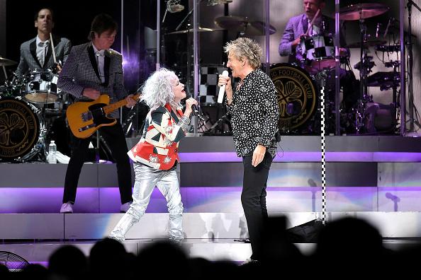 Michael Loccisano「Rod Stewart & Cyndi Lauper In Concert - New York City」:写真・画像(11)[壁紙.com]