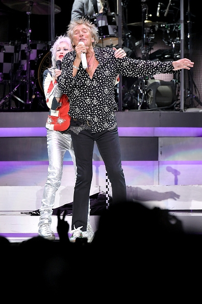 Michael Loccisano「Rod Stewart & Cyndi Lauper In Concert - New York City」:写真・画像(0)[壁紙.com]