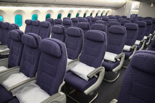 Passenger Cabin「Boeing 787 Dreamliner Makes First Flight In US After 3-Month Grounding」:写真・画像(15)[壁紙.com]
