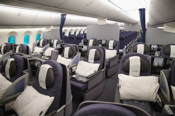 Passenger Cabin「Boeing 787 Dreamliner Makes First Flight In US After 3-Month Grounding」:写真・画像(16)[壁紙.com]