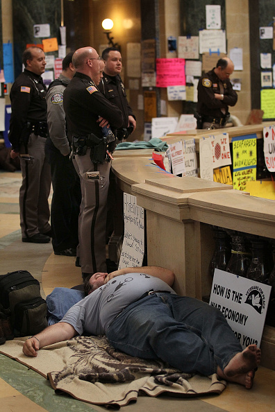 Architectural Dome「Protests Continue As Wisconsin Budget Impasse Drags On」:写真・画像(16)[壁紙.com]