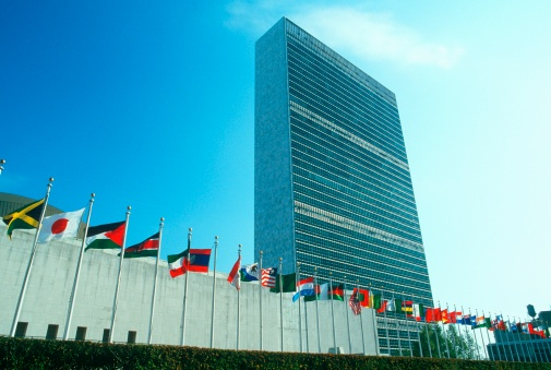 """Pole「""""United Nations Building with flags in New York City, New York""""」:スマホ壁紙(18)"""