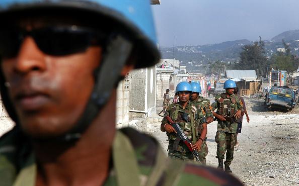 Blue「UN Soldiers Guard Downtown Port-Au-Prince Area」:写真・画像(17)[壁紙.com]