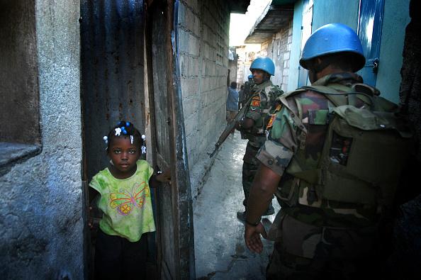 Blue「UN Soldiers Guard Downtown Port-Au-Prince Area」:写真・画像(18)[壁紙.com]