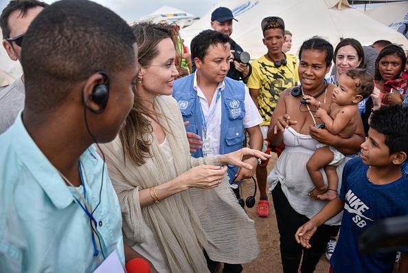 UNHCR「Angelina Jolie Visits Refugee Camp in the Colombia-Venezuela Border」:写真・画像(2)[壁紙.com]