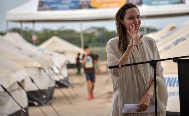 Angelina Jolie Visits Refugee Camp in the Colombia-Venezuela Border:ニュース(壁紙.com)