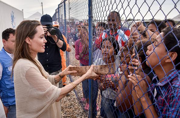 UNHCR「Angelina Jolie Visits Refugee Camp in the Colombia-Venezuela Border」:写真・画像(13)[壁紙.com]