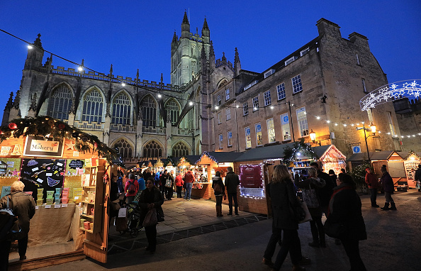 Christmas「Shoppers Visit Bath Christmas Market」:写真・画像(12)[壁紙.com]