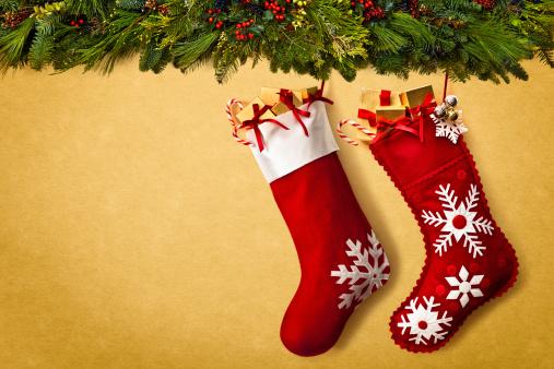 Crown - Headwear「Christmas stockings hanging from garland」:スマホ壁紙(13)