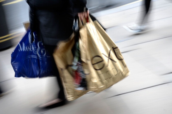 City Street「Christmas Shoppers Hunt For Gifts On The High Street」:写真・画像(4)[壁紙.com]