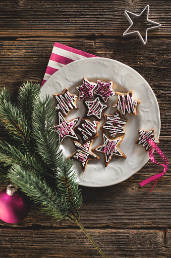 Cookie「Christmas stars cookies on a wooden table with molds.」:スマホ壁紙(16)
