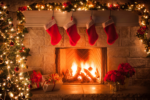 Christmas Decoration「Christmas stockings, fireplace, tree, and decorations」:スマホ壁紙(6)
