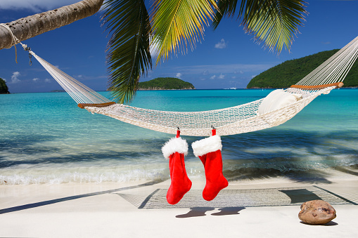 Frond「Christmas stocking on a hammock at the tropical Caribbean beach」:スマホ壁紙(2)