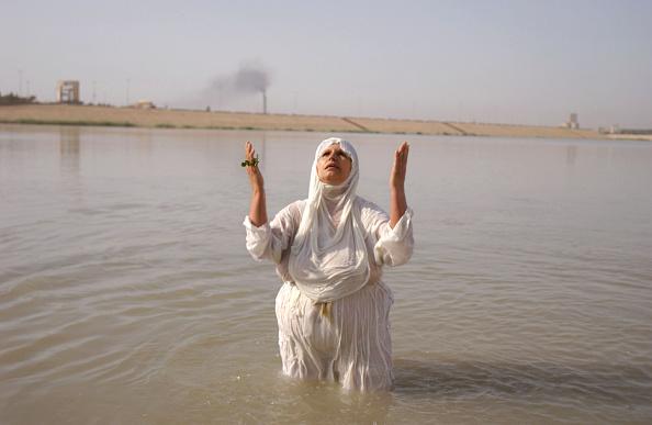 God「Mandaean Sabians Conduct Golden Baptism Ritual」:写真・画像(7)[壁紙.com]