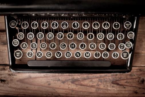 Computer Key「Keys of Vintage, Black, Manual Typewriter on Wood Trunk」:スマホ壁紙(3)