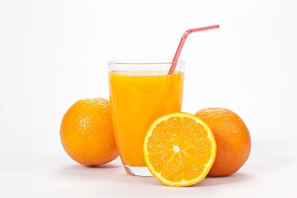 Glass of orange juice and three oranges over white backdrop:スマホ壁紙(壁紙.com)