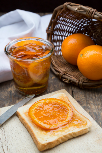 かんきつ類「Glass of orange marmalade with orange slices and toast」:スマホ壁紙(4)