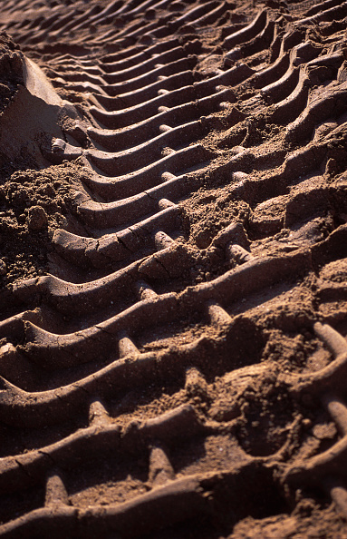 2002「Tyre tracks of heavy duty plant in soft ground.」:写真・画像(17)[壁紙.com]
