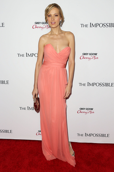 "Pink Purse「Premiere Of Summit Entertainment's ""The Impossible"" - Arrivals」:写真・画像(9)[壁紙.com]"