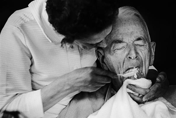 Deterioration「Caring For Alzheimer's Disease PatientsHT」:写真・画像(8)[壁紙.com]