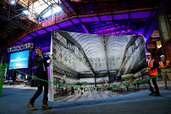 Drew Angerer「Governor Cuomo Makes Announcement At Moynihan Train Hall」:写真・画像(11)[壁紙.com]