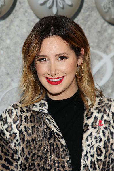 Ashley Tisdale「Brooks Brothers Annual Holiday Celebration To Benefit St. Jude - Arrivals」:写真・画像(11)[壁紙.com]