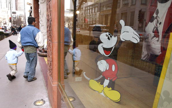 Mickey Mouse「Disney Plans To Sell Stores And Mighty Ducks」:写真・画像(9)[壁紙.com]