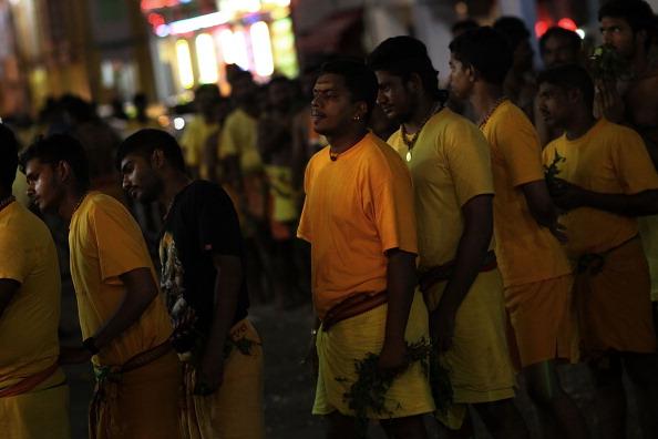 Fire Pit「Hindus Firewalk During Theemidhi Festival」:写真・画像(16)[壁紙.com]