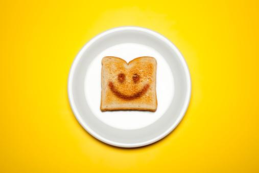 Anthropomorphic Smiley Face「Smiley face toast o a plate」:スマホ壁紙(14)