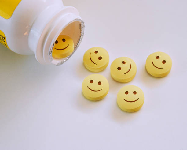 Smiley faced pills.:スマホ壁紙(壁紙.com)