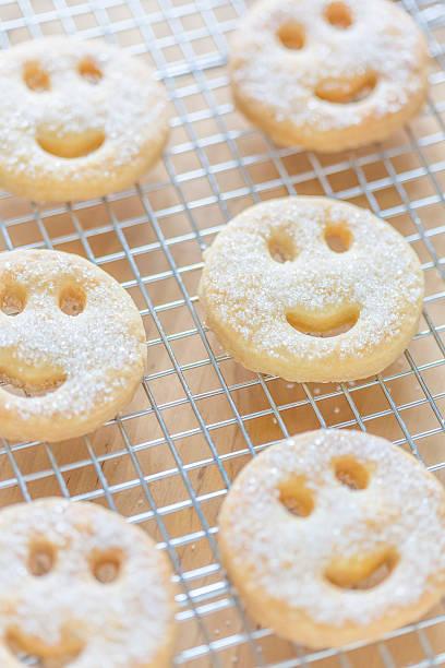 Smiley face biscuits:スマホ壁紙(壁紙.com)