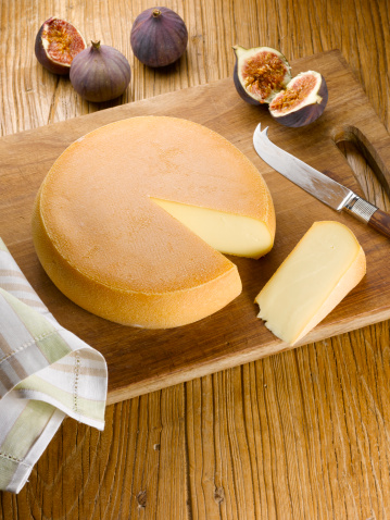 Cheese Knife「Cheese wheel with slice out」:スマホ壁紙(11)