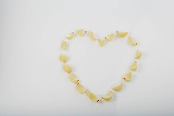 Garlic in heart shape:スマホ壁紙(壁紙.com)