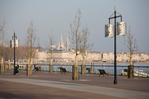 Nouvelle-Aquitaine「Winter sunrise and shadows on Bordeaux promenade, France」:スマホ壁紙(15)