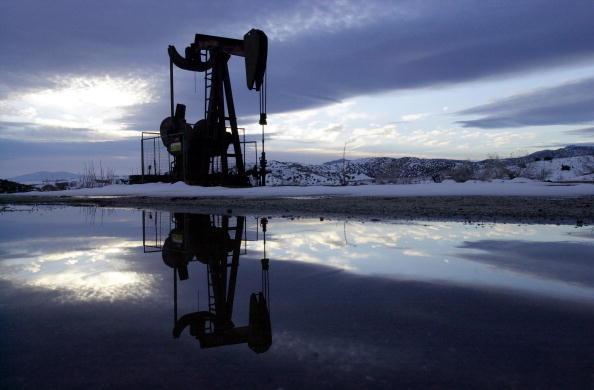 Oil Industry「Oil Well In California」:写真・画像(8)[壁紙.com]