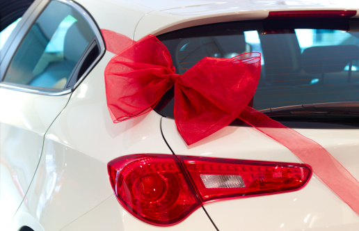 Car Dealership「New car with red ribbon and red bow」:スマホ壁紙(0)