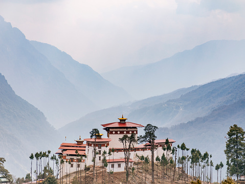 Himalayas「Gasa monastery or dzong with valley background」:スマホ壁紙(8)