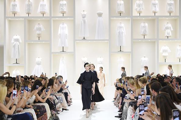 Haute Couture「Christian Dior : Runway - Paris Fashion Week - Haute Couture Fall Winter 2018/2019」:写真・画像(13)[壁紙.com]