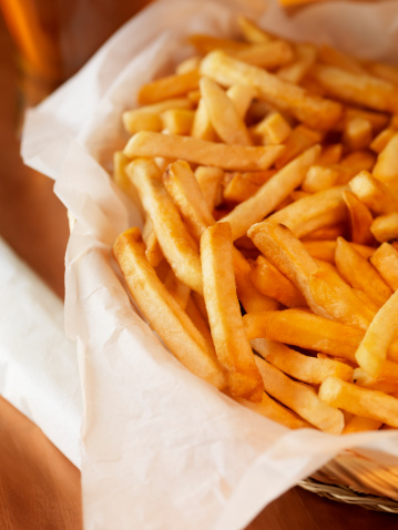 Fast Food「French Fries in Basket with a Beer」:スマホ壁紙(12)
