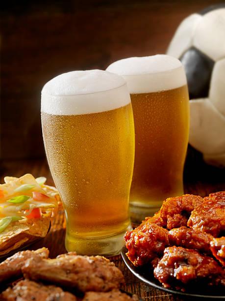 Beer, Soccer and Wings:スマホ壁紙(壁紙.com)